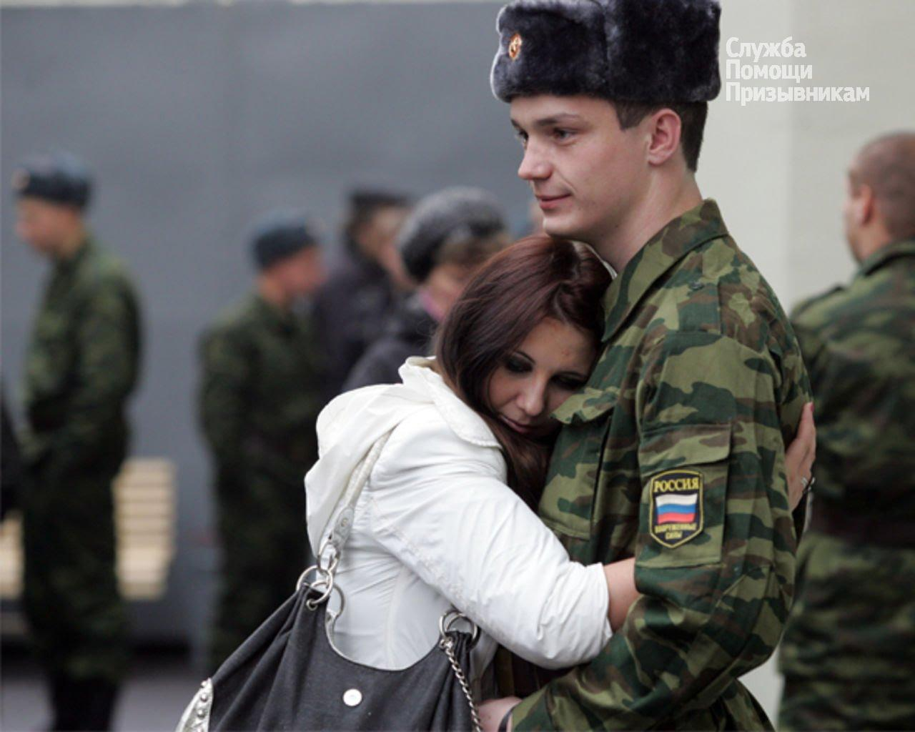парня забирают в армию